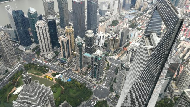 Poslovne-stavbe-v-gospodarski-prestolnici-Kitajske-Shanghai.jpg